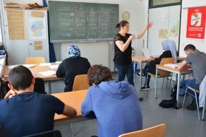 In fünf Alphabetisierungskursen lernen die Teilnehmenden in der Werkstatt der Kulturen lesen und schreiben.