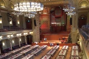 Historische Stadthalle Wuppertal mit festlich gedeckten Tischen