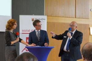 Moderator Ralph Szepanski, Landespfarrer Albrecht Bähr, Ministerin Sabine Bätzing-Lichtenthäler im Gespräch