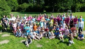 Gruppe von Kindern der Sommerfreizeit