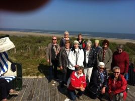 Versammelte Gruppe der Trauerreise auf Spiekeroog