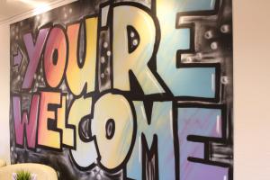 Jeder ist willkommen: Wandbild im Aachener Café Welcome