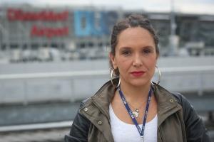 Dalia Höhne am Flughafen Duesseldorf
