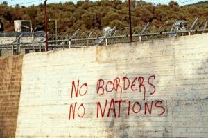 Mauer des Flüchtlingscamps Moria