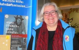 Barbara Kempnich vor der Bahnhofsmission
