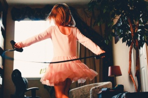 Kind mit Sprungseil