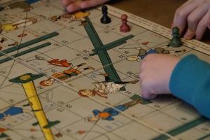 Brettspiele gegen die Langeweile: Viele Kinder und Eltern spielen während der Corona-Pandemie besonders viel zusammen. (Foto: Pixabay)