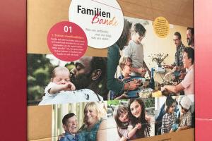 """Die Stellwände der Ausstellung """"Familienbande"""". (Foto: Miriam Gamper-Brühl/3kreativ)"""
