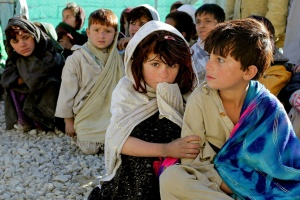 Flüchtlingskinder aus Afghanistan (Foto: Shutterstock)