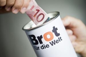 """Solidarität zeigen: Eine Spende für """"Brot für die Welt"""" hilft Menschen, die Hunger und Armut leiden. (Foto: Hermann Bredehorst/Brot für die Welt)"""