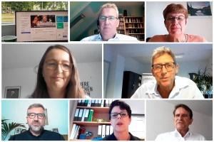 Viel zu diskutieren: Die Teilnehmenden der Onlineveranstaltung im Screenshot. (Fotocollage: Herbst)