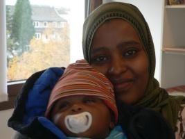 Nuri Fedila aus Eritrea mit ihrem Baby
