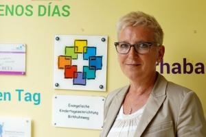 Kita-Leiterin Susanne Gosch im Eingang