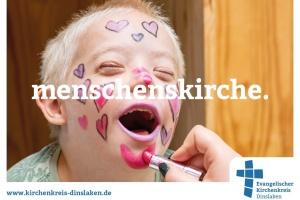 """Geschminkter Junge mit Downsyndrom - Plakat der """"Menschenskirche""""-Kampagne der Diakonie Dinslaken"""