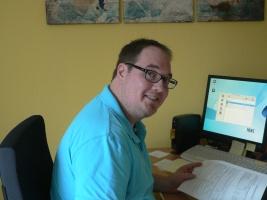 Der Bochumer Rechtsbetreuer Dennis Dick in seinem Büro