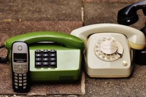 Neue und alte Telefonmodelle (Foto: pixabay)