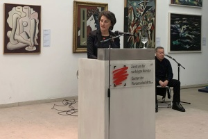 Ioanna Zacharaki im Kunstmuseum in Solingen während ihrer Dankesrede zur Verleihung des Bundesverdienstkreuzes . (Foto: Eleftheriadi-Zacharaki)