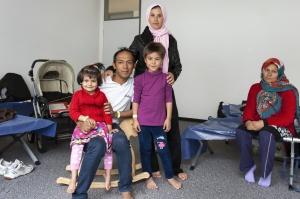 Flüchtlingsfamilie in einer Unterkunft (Foto: Shutterstock)