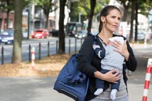 Ohne Wohnung und verzweifelt: Immer mehr Frauen mit Kindern kommen in Notunterkünfte. (Foto: Ariadne/Diakonie Düsseldorf)