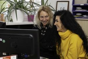 Hanan Makhoul mit Jobcoach Sabine Quitter von der Diakonie Michaelshoven