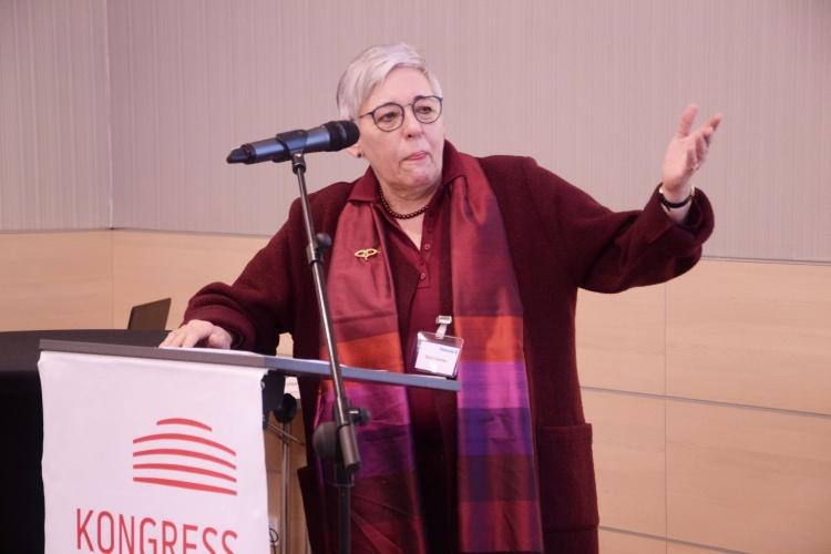 Doris Damke vom Wahlausschuss lud die zur Wahl stehenden Delegierten ein, sich kurz vorzustellen.
