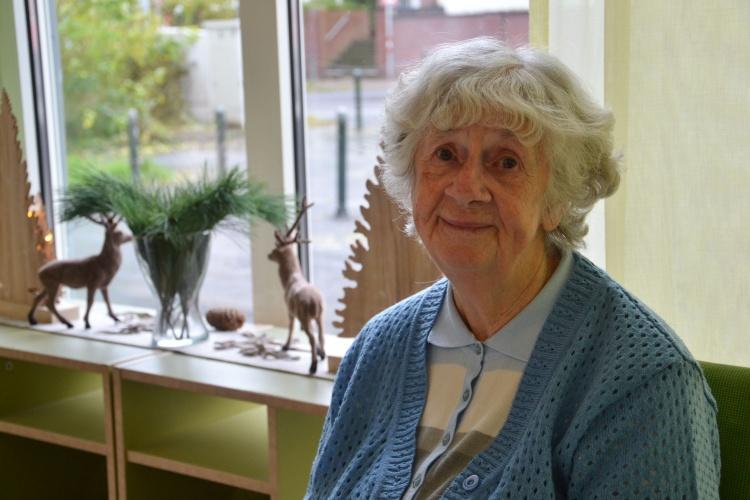 """Ist jedes Jahr dabei: Elfriede Lück besucht die Weihnachtsfeier im """"zentrum plus"""" Gerresheim."""