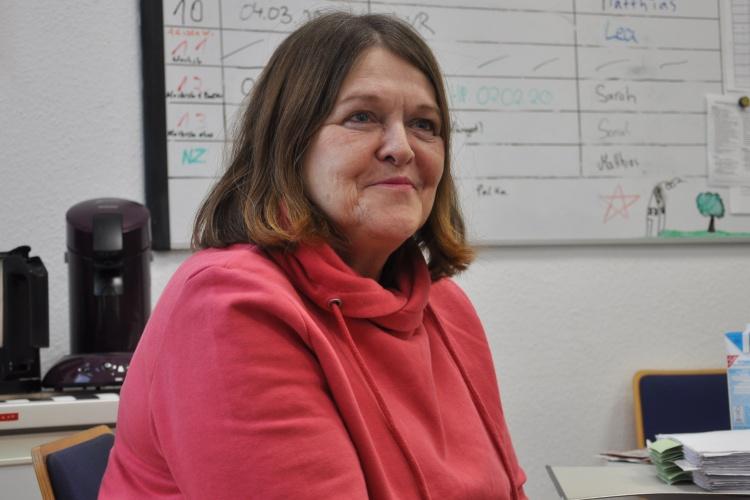 """Besprechung im Büro: Helga Evers im """"you@tel""""."""