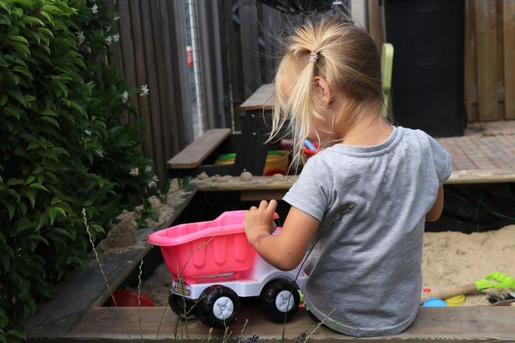Rausgehen zum Spielen: Familien, die einen Garten haben, nutzen diesen während der Corona-Pandemie besonders häufig. (Foto: Pixabay)