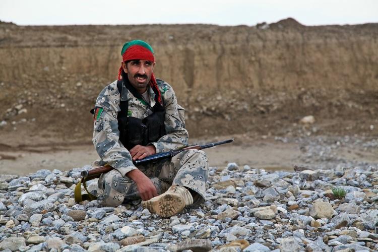 Auf dem Boden sitzender Kämpfer in Afghanistan (Foto: pixabay.de)