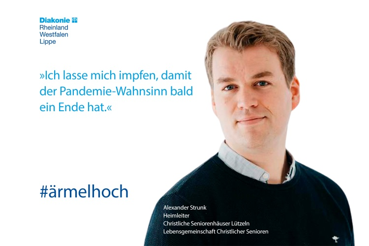 Alexander Strunk, Heimleiter Christliche Seniorenheime Lützeln, lässt sich impfen (Foto. Diakonie RWL)