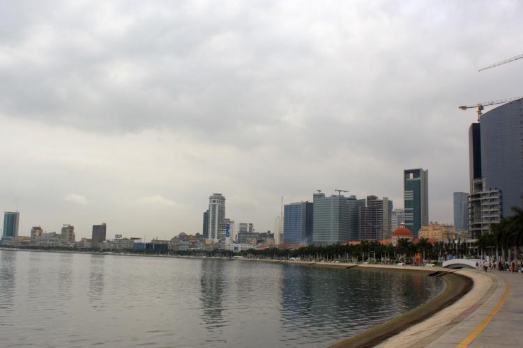 Angola-Reise mit Blick auf die Skyline Luandas