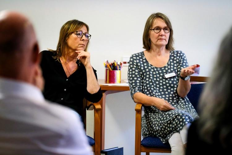 Uta Logemann beim Fortbildungskurs des Johanneswerkes für ehrenamtliche Sterbebegleiter