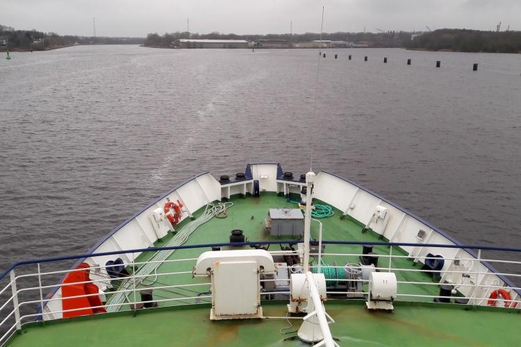 Das Seenotrettungsschiff Sea-Watch-4, gespendet vom Bündnis Untes4Rescue, auf Jungfernfahrt