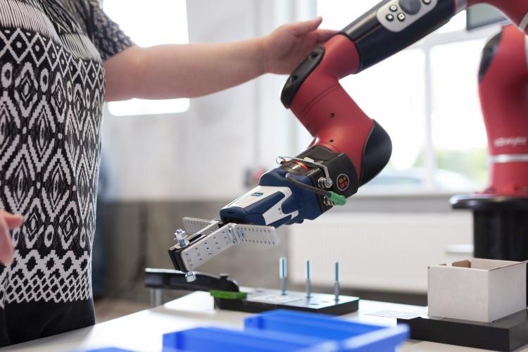 Roboter der Iserlohner Werkstätten In Betrieb (Foto: Ludwig/Iserlohner Werkstätten)