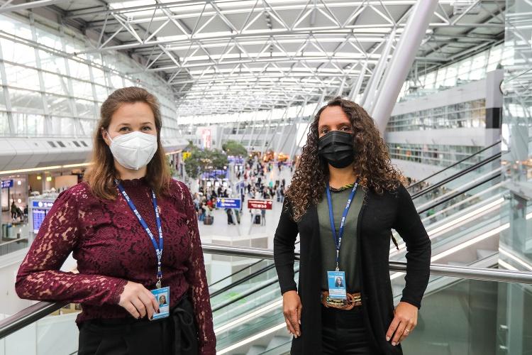 Abschiebungsbeobachterinnen Elena Vorlaender und Dalia Höhne