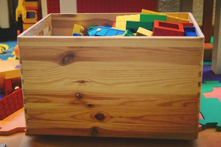 Kiste mit Spielsachen (Foto: pixabay)