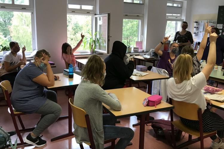 Unterricht mit Maske - Blick in eine Förderschullasse des Neukirchener Erziehungsvereins (Foto: Neukirchener Erziehungsverein)