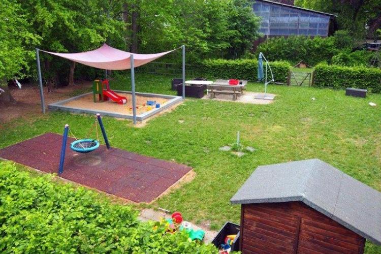 Während der Corona-Pandemie haben die Familien viel Zeit im Garten der Wohngruppe verbracht. (Foto: Diakonie Michaelshoven)