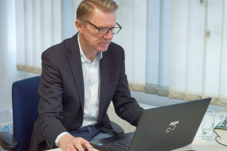Wohnpate Harald Böning ist ehrenamtlich für das diakonische Sozialunternehmens GESA in Wuppertal aktiv
