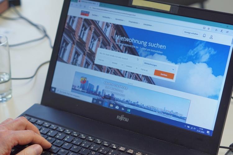 Wohnungssuche per Computer für das diakonische Sozialunternehmens GESA