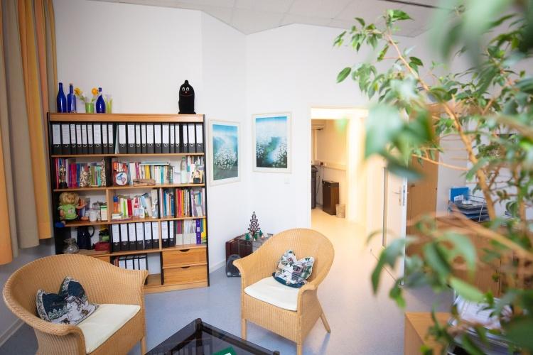 Beratungszimmer der Evangelischen Erziehungsberatungsstelle Bielefeld (Foto: Mike Dennis Müller/Diakonie für Bielefeld)