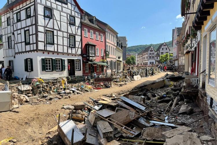 Eine zerstörte Innenstadt: Bad Münstereifel wenige Tage nach der Hochwasserkatastrophe. (Foto: Diakonie RWL)