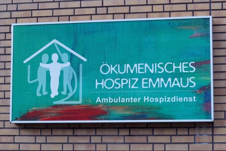 Schild des Ökumenischen Hospiz Emmaus