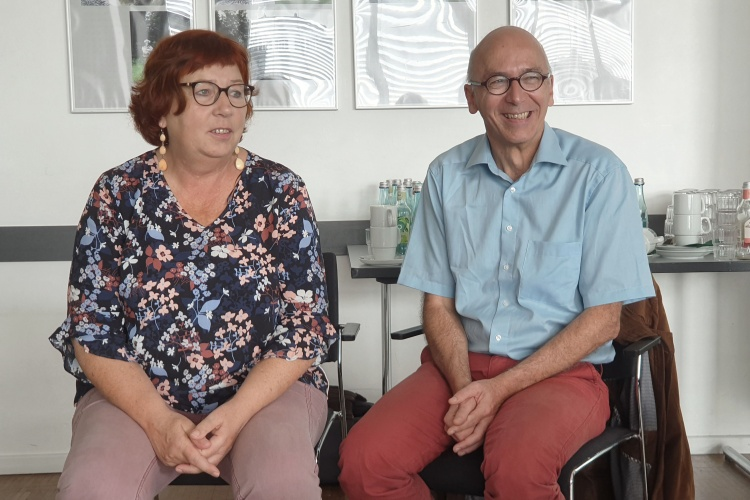 Christiane Wallat vom Betreuungsverein der Diakonie Münster und Jürgen Etzel vom Betreuungsverein der Diakonie Trier tauschen sich mit ihren Kollegen aus.