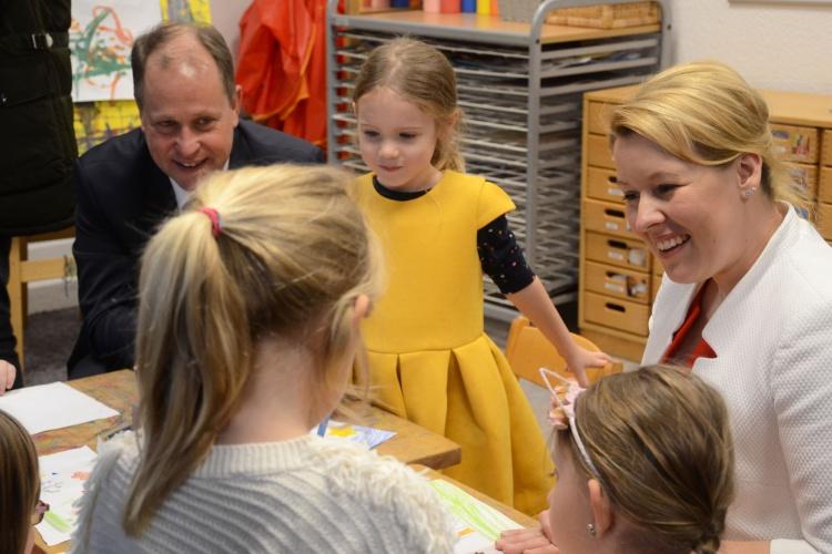 Zu Besuch in der Kita der Diakonie Düsseldorf: NRW-Familienminister Joachim Stamp und Bundesfamilienministerin Franziska Giffey.