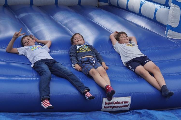 Hüpfburg auf der Freizeit für Kinder aus Hochwassergebieten der Diakonie RWL