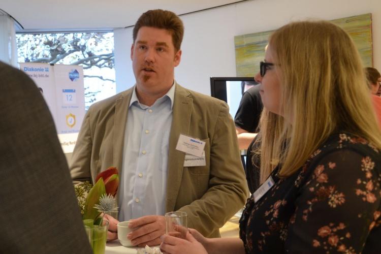 Mathias Schmitten, Leiter des Zentrums Freiwilligendienste, während des Parlamentarischen Frühstücks im NRW-Landtag.