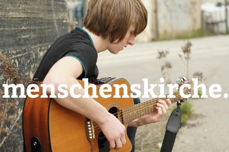 Junge mit Gitarre - Menschenskirche-Kampagne der Diakonie Dinslaken (Foto:Bernd Vonau / photocase.de)