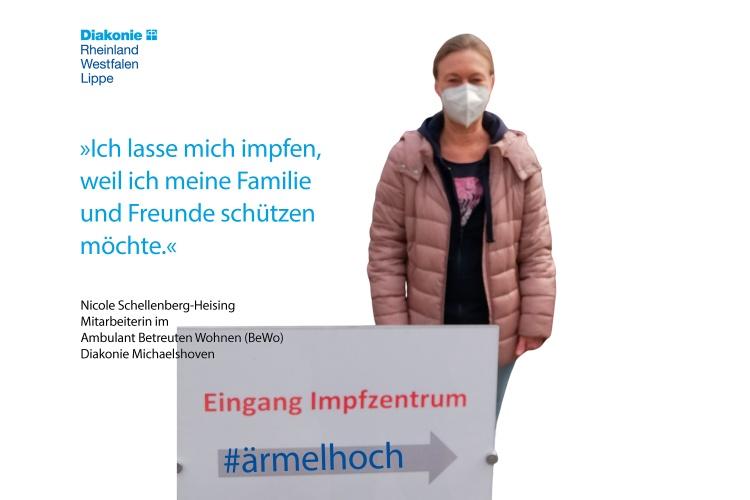 """Nicole Schellenberg-Heising arbeitet im Ambulanten Wohnen der Diakonie Michaelshoven. Im Foto steht sie vor dem Impfzentrum und sagt: """"Ich lasse mich impfen, weil ich meine Familie und Freunde schützen möchte."""""""