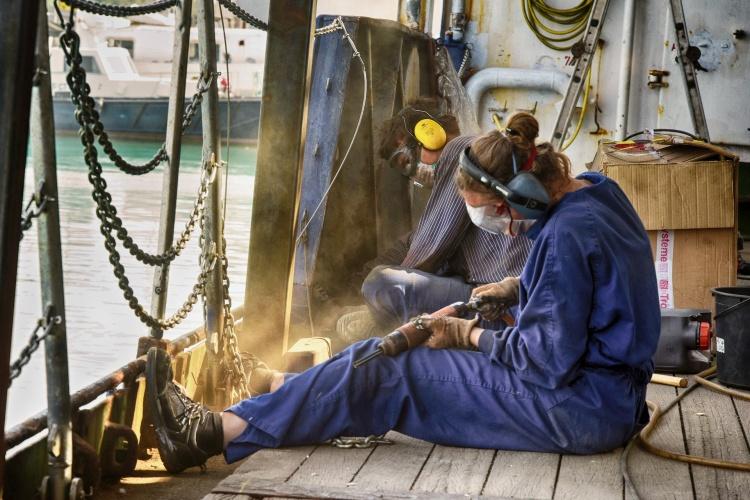 """Letzte technische Arbeiten auf der """"Sea Watch 4"""" (Foto: United4Rescue)"""